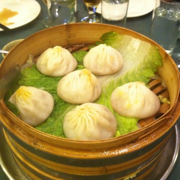 Das Foto wurde bei Beacon Restaurant & Bar von Michael V. am 9/10/2012 aufgenommen