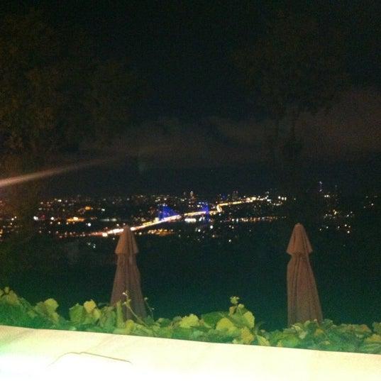 Foto scattata a Desde Cafe & Restaurant da Neşe O. il 8/31/2012