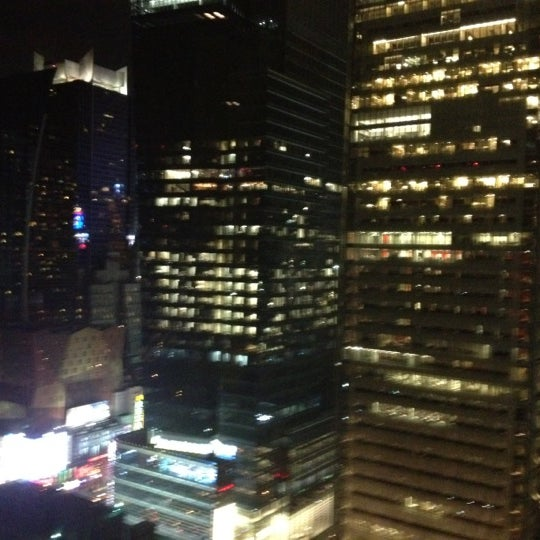 Снимок сделан в Sky Room пользователем Lisa J. 4/15/2012
