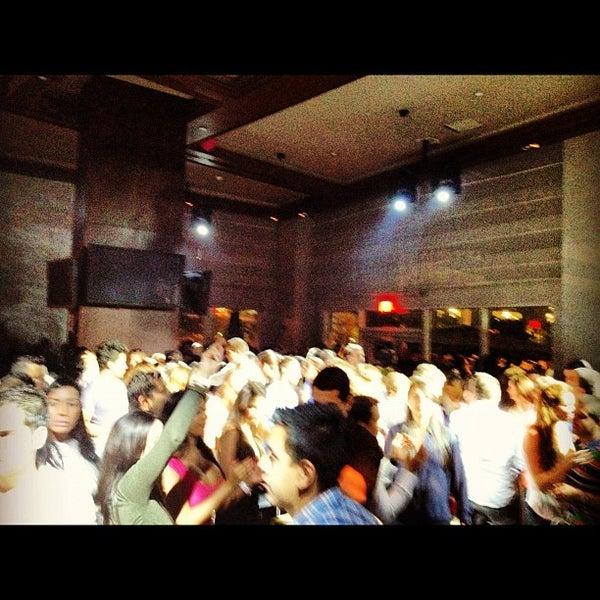 Foto scattata a Kukaramakara Brickell da MAGMIAMI il 4/13/2012
