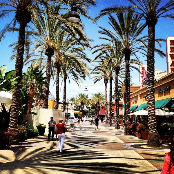 Снимок сделан в Irvine Spectrum Center пользователем Stephen B. 5/18/2012