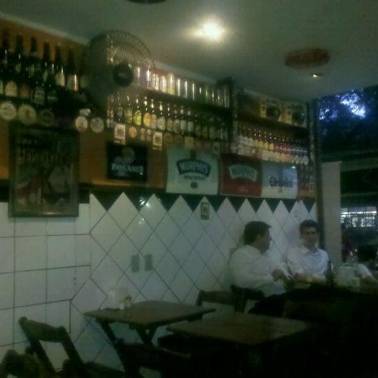 Das Foto wurde bei Cervejaria Asterix von Diários G. am 3/2/2012 aufgenommen