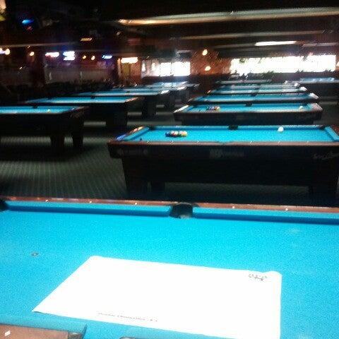6/15/2012에 Jason B.님이 Two Stooges Sports Bar & Grill에서 찍은 사진