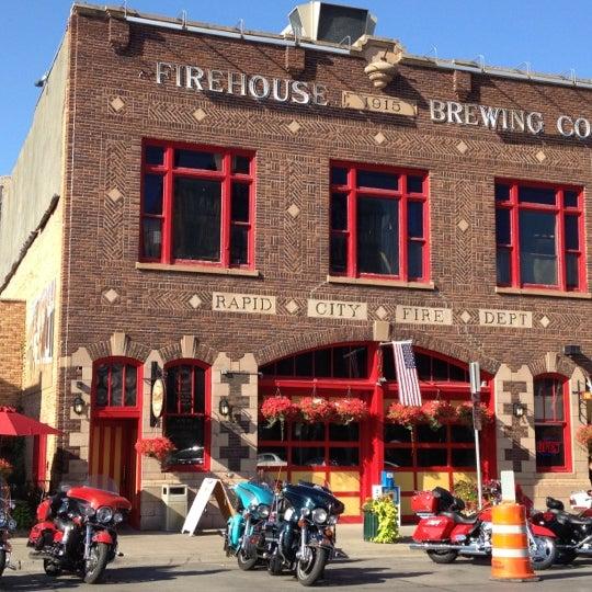 รูปภาพถ่ายที่ Firehouse Brewing Company โดย Emily M. เมื่อ 8/5/2012