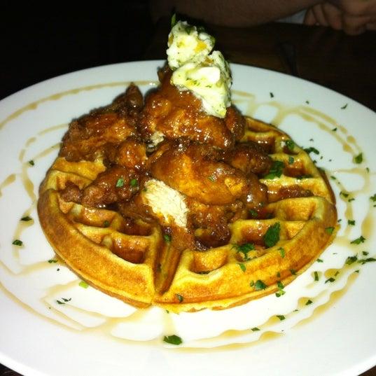Das Foto wurde bei Uptown Tavern von Kirk am 8/2/2012 aufgenommen