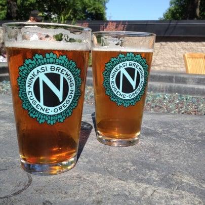 รูปภาพถ่ายที่ Ninkasi Brewing Tasting Room โดย Mike K. เมื่อ 7/21/2012