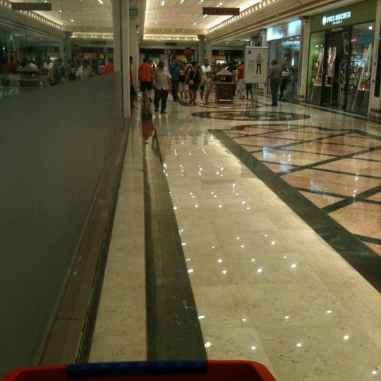Foto tomada en Centro Comercial Gran Vía 2 por Mónica Benages L. el 6/29/2012