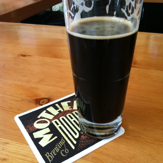รูปภาพถ่ายที่ Mother Road Brewing Company โดย Carrie E. เมื่อ 8/9/2012