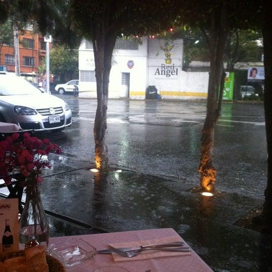 Foto tirada no(a) Café La Gloria por Verónica em 6/21/2012