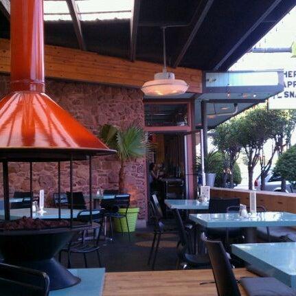6/9/2012にCandice R.がSnack Barで撮った写真