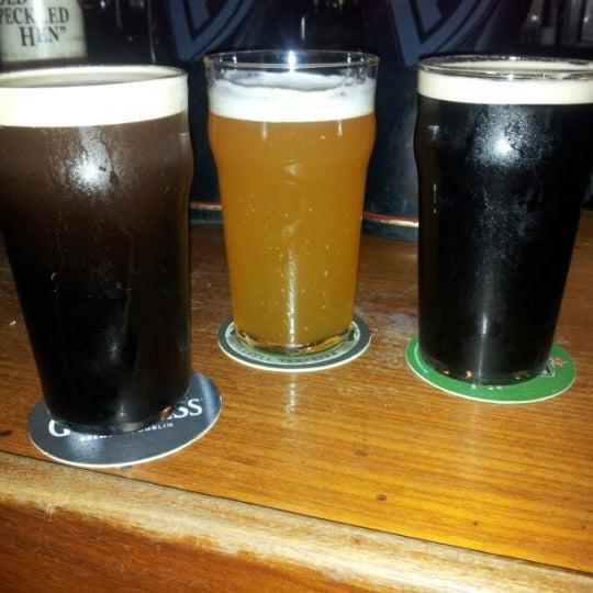 Foto diambil di All Black Irish Pub oleh Felipe S. pada 9/2/2012