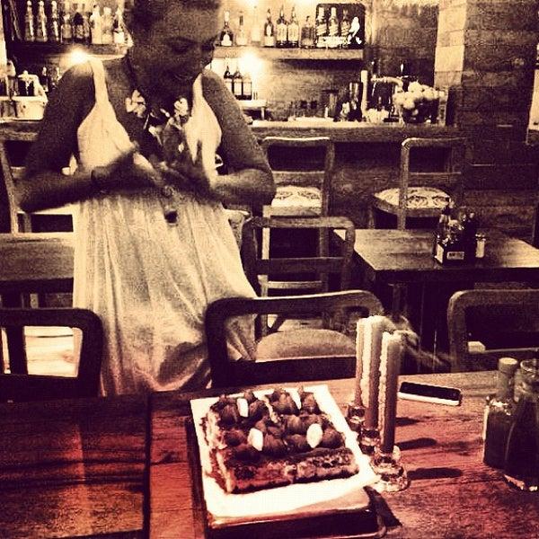 7/22/2012 tarihinde Merih G.ziyaretçi tarafından Mica Restaurant & Bar'de çekilen fotoğraf