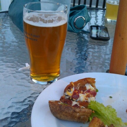 Photo prise au Horseshoe Pub & Restaurant par Matt H. le6/16/2012