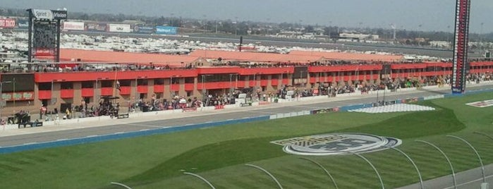 California Speedway is one of Posti salvati di Adrian.