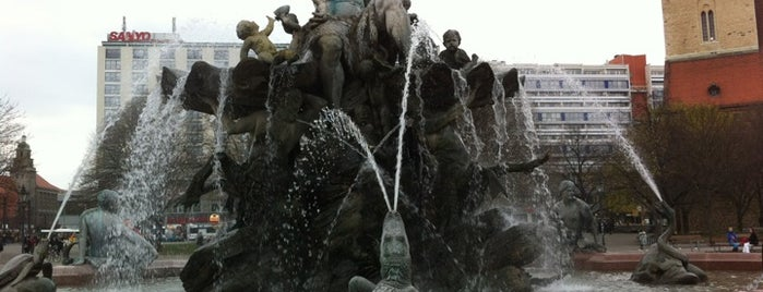 Neptunbrunnen is one of Must Do: Berlin.
