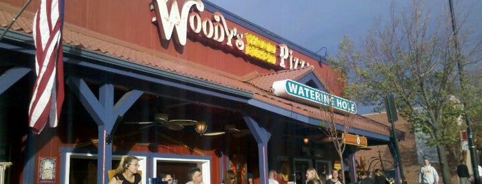 Woody's Pizza is one of Posti che sono piaciuti a Jessica.