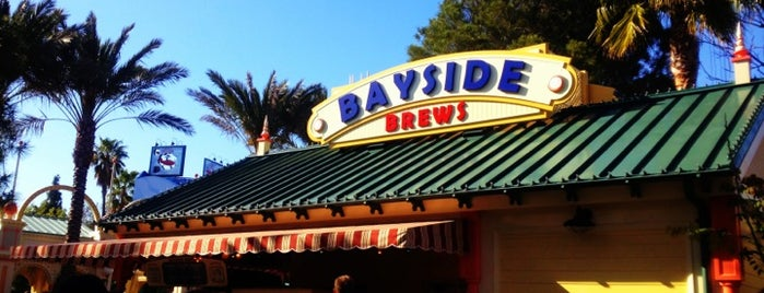 Bayside Brews is one of Lieux qui ont plu à Alberto J S.