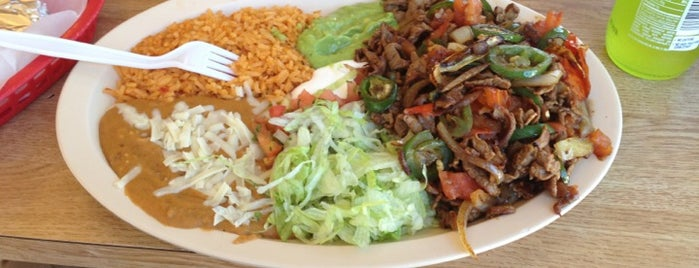 Taqueria Los Pericos #5 is one of Darrenさんのお気に入りスポット.