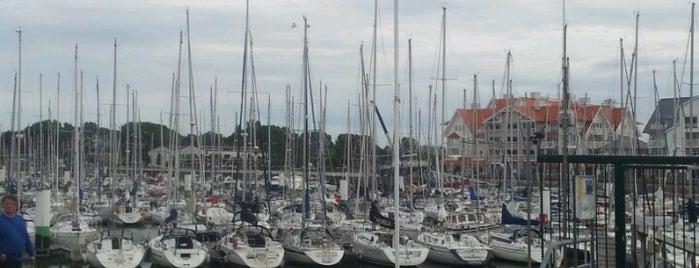 Koninklijke Yachtclub Nieuwpoort is one of Tempat yang Disukai Maloteau.