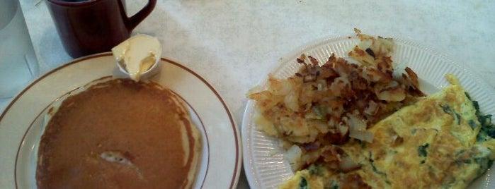 Metropolitan Cafe Diner is one of Lizzie: сохраненные места.