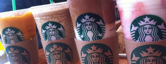 Starbucks is one of Locais curtidos por Martin.