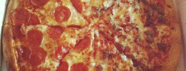 Papa John's Pizza is one of Lugares favoritos de Chad.