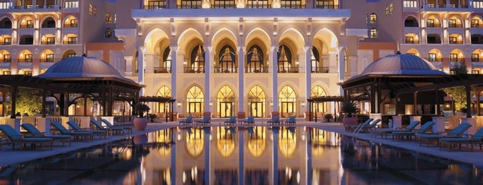 Shangri-La Hotel is one of Abu Dhabi cool night clubs.