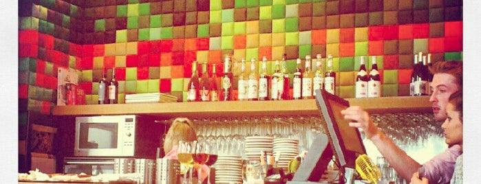 Pixel Wine Bar is one of Must Brux.