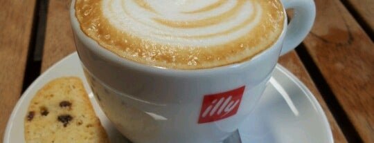 Espressamente Illy Chapalita is one of Restaurantes / Cafes.