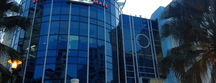 Rivervale Mall is one of Locais curtidos por MAC.