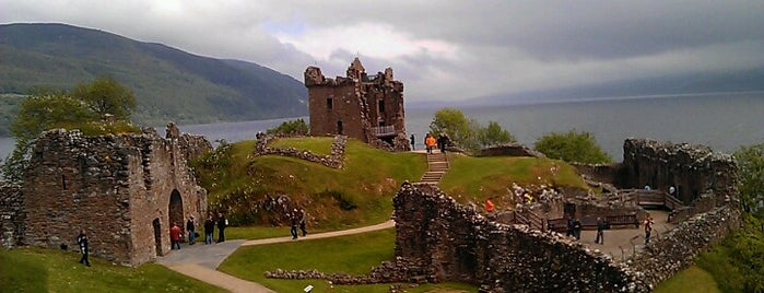 Urquhart Castle is one of Tempat yang Disukai Carl.