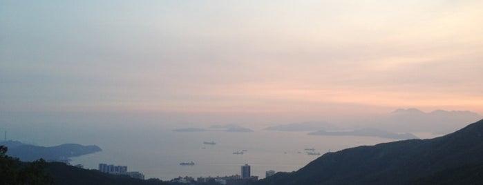 The Peak Galleria is one of 香港CI之指南書.
