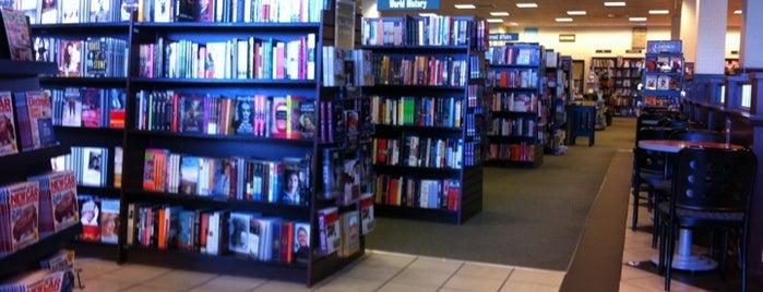 Barnes & Noble is one of Eileen'in Beğendiği Mekanlar.
