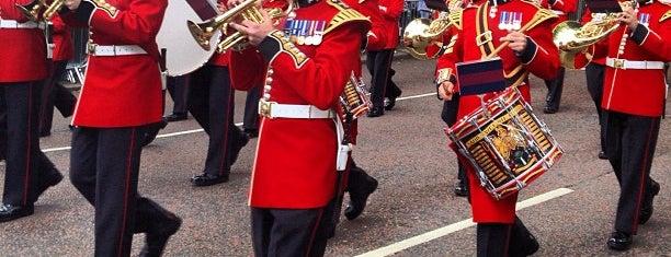 Buckingham Palace Gate is one of London.