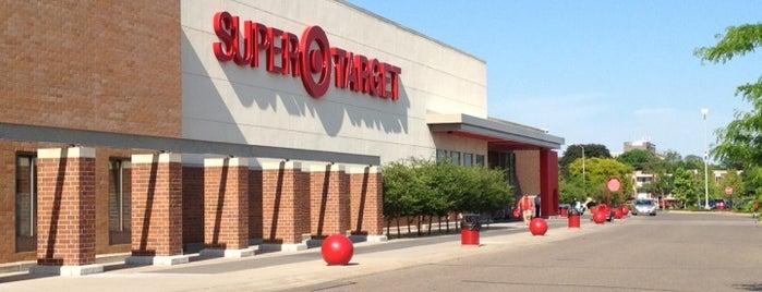 Target is one of Tempat yang Disukai Alan.