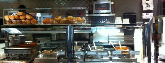 Max's Eatz & Fresh Bakery is one of Diane'nin Beğendiği Mekanlar.