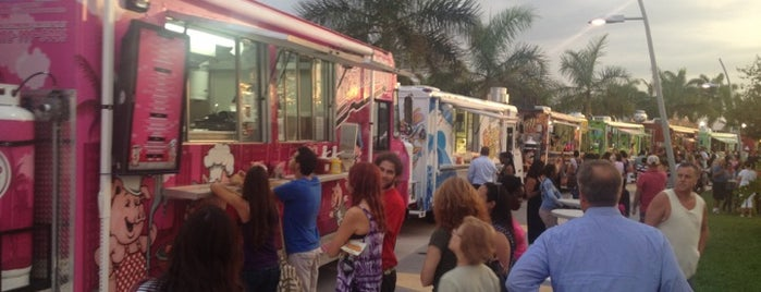 Food Trucks at Arts Park is one of Lugares favoritos de Lola.