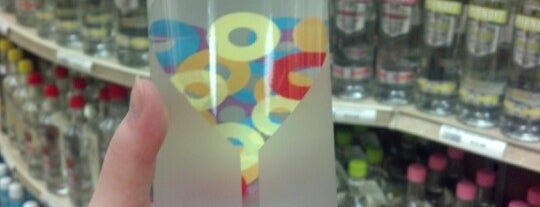 ABC Liquor Store is one of สถานที่ที่ Johnnie ถูกใจ.