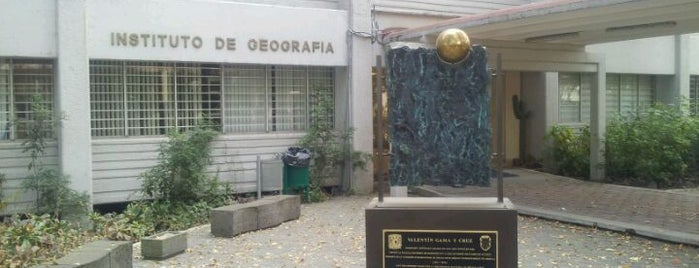 Instituto de Geografía-UNAM is one of สถานที่ที่ Manuel ถูกใจ.