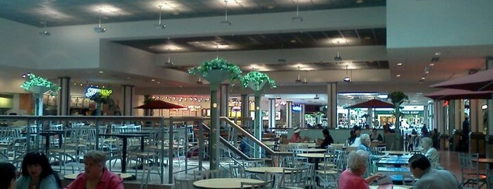 Willowbrook Mall Food Court is one of สถานที่ที่ Andrea ถูกใจ.