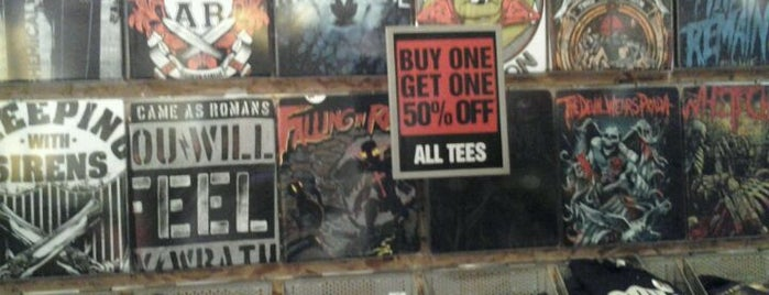 Hot Topic is one of Lugares favoritos de Jose.