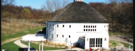 Round Barn Winery, Distillery & Brewery Estate is one of Orte, die Stephanie Paige gefallen.