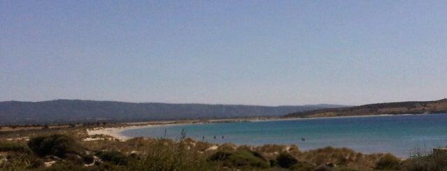 Küçük Kemikli Plajı is one of Posti che sono piaciuti a YILMAZ.