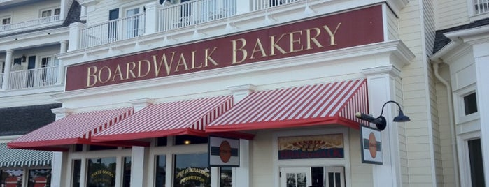 BoardWalk Bakery is one of Tempat yang Disukai Lindsaye.