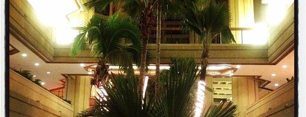 Hyatt Regency Waikiki Beach Resort&Spa is one of My Favorite Oahu.