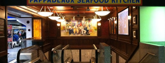 Pappadeaux Seafood Kitchen is one of Lugares favoritos de Chris.