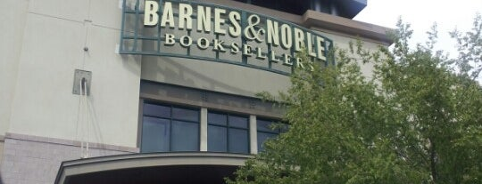 Barnes & Noble is one of Roy 님이 좋아한 장소.