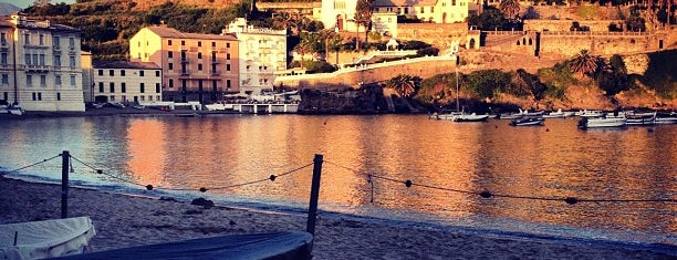 Baia del Silenzio is one of √ Best Free-Beaches in Liguria.