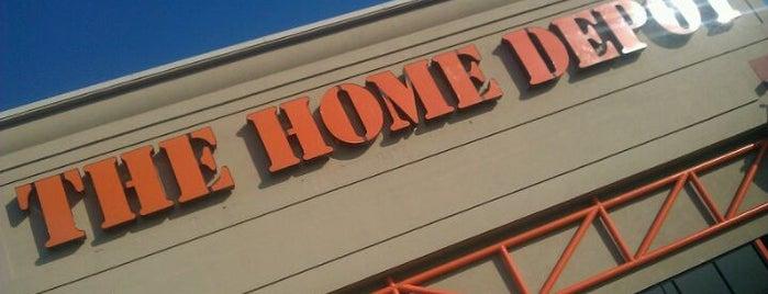 The Home Depot is one of Orte, die Evan gefallen.