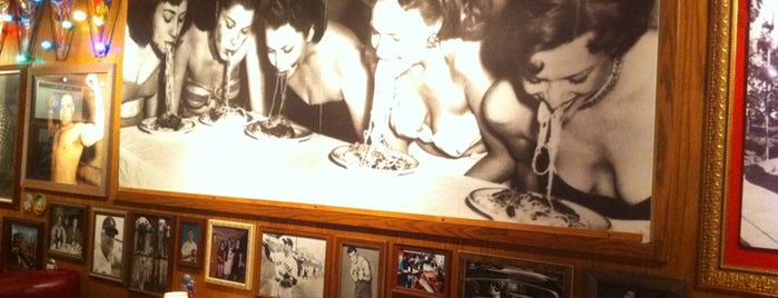 Buca di Beppo is one of Macyさんのお気に入りスポット.
